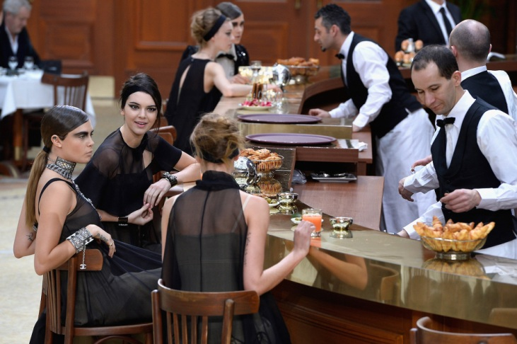 karl-lagerfeld-chanel-grand-palais-paris-cafe-02-960x638