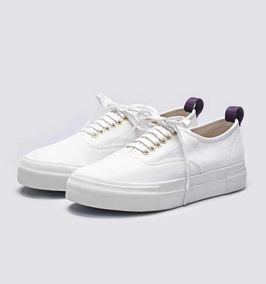 Summer-White-Sneaker-Guide-07-540x576