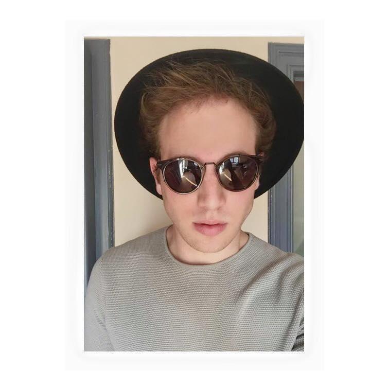 Hat: VINTAGE Sweater : ZARA Sunglasses: DIOR HOMME
