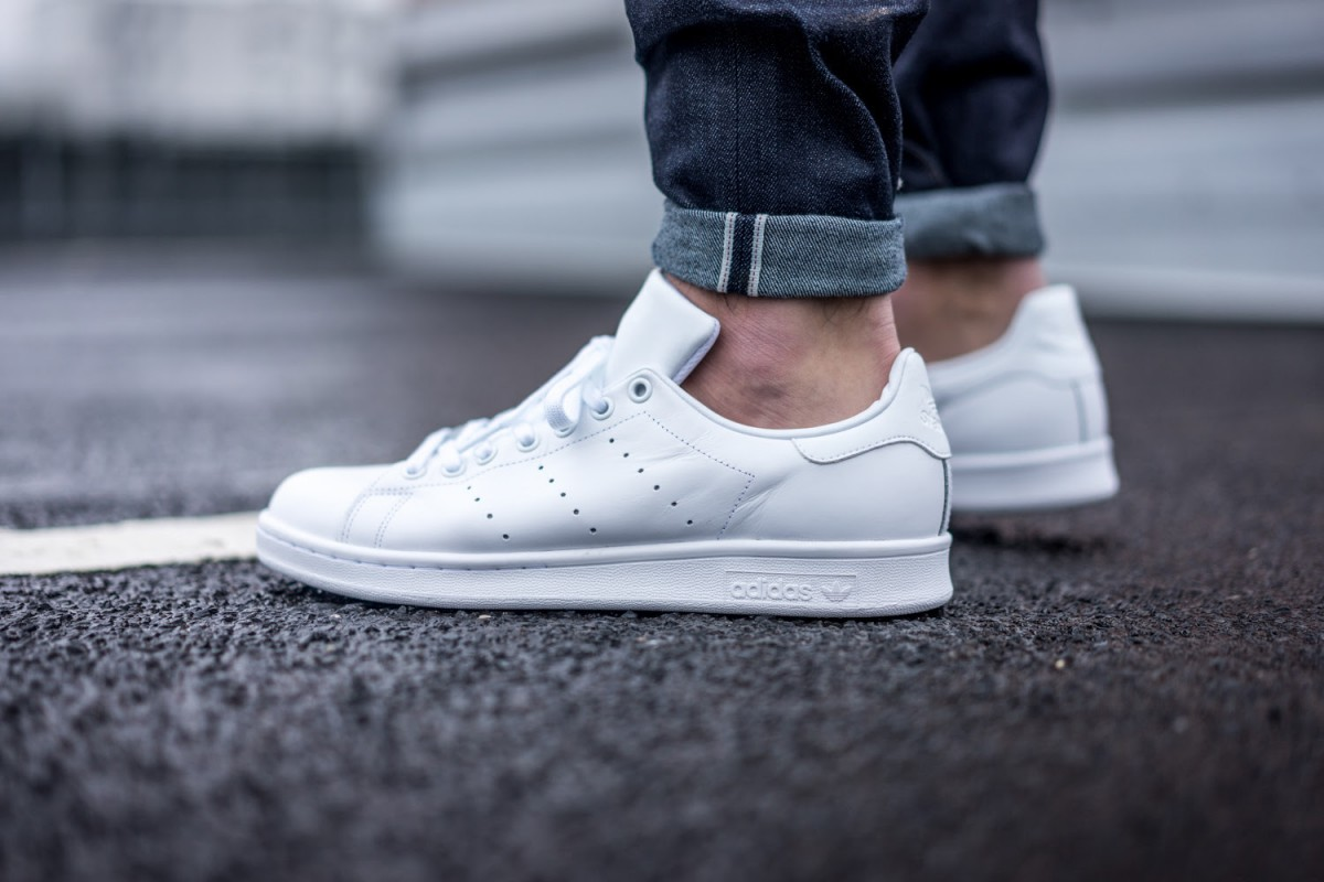 adidas just dropped all white stan smiths le vrai chic. Black Bedroom Furniture Sets. Home Design Ideas