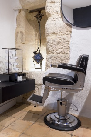 Chanel_Paris_beauty_boutique_shaving_chair